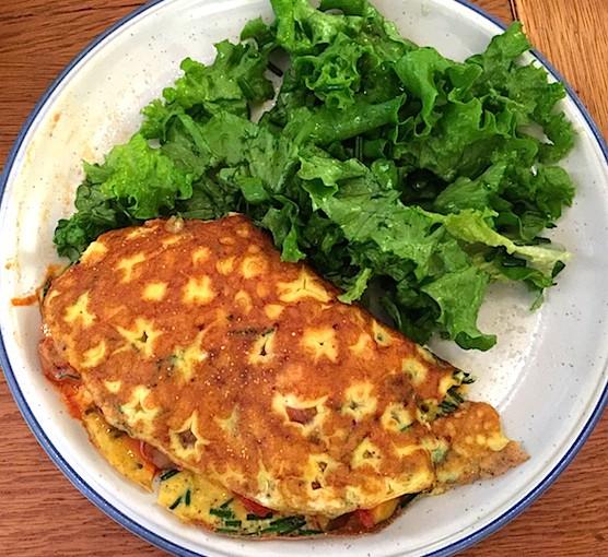 Omelette fourrée à la courgette et aux champignons de Paris