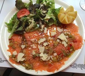 Le carpaccio de saumon frais