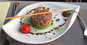 Tartare de thon et sa mousse d'avocat au wasabi