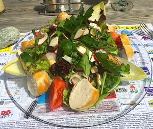 Salade à la poitrine de poulet tiède