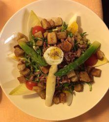 Salade de dent-de-lion, vinaigrette aux asperges