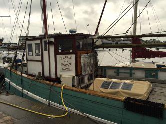 …bateau sur l'eau (St-Malo).