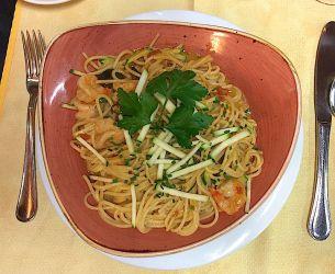 Spaghettis aux gambas et courgettes