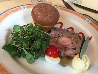 Terrine de chevreuil aux pistaches et au foie gras