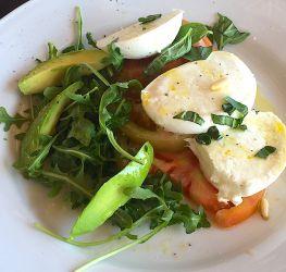 Salade tomate, mozzarella, avocat