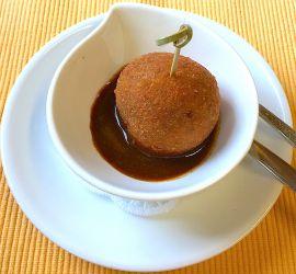 Cromesqui (boulette frite à la viande) en amuse-bouche