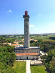 Le phare de Baleines, île de Ré, vu depuis l'ancien phare