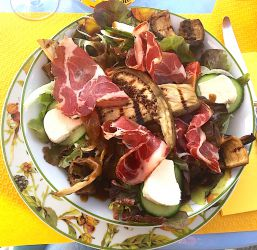 Salade coppa, aubergines, tomme fraîche