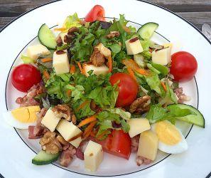 Salade lardons, croûtons, fromage